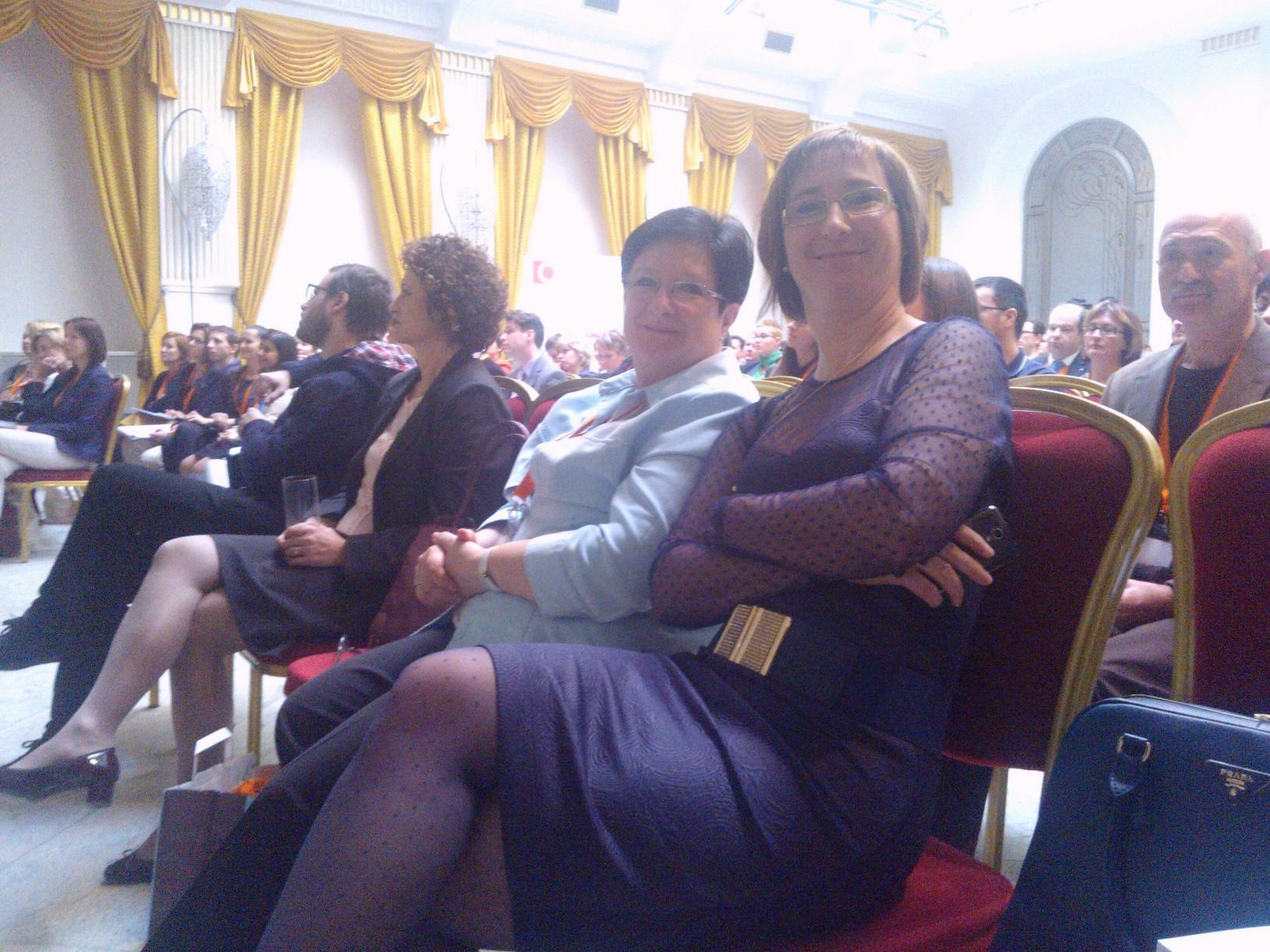 A nézők között Komócsin Laura és Vásárhelyi Jutka.jpg